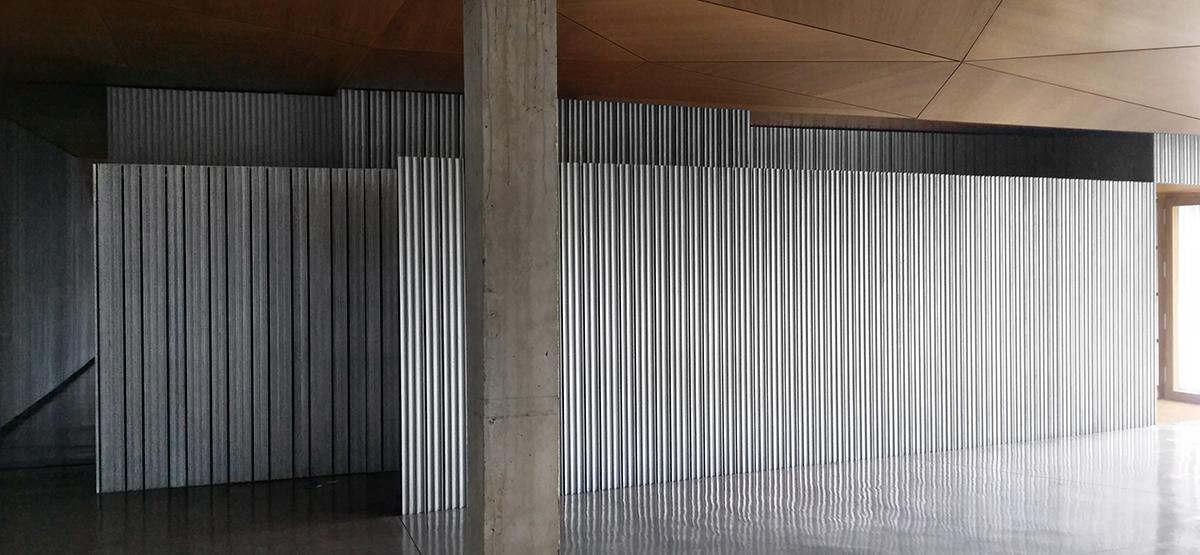 Tienda Largo Recorrido emplea un original cortinaje de pladur