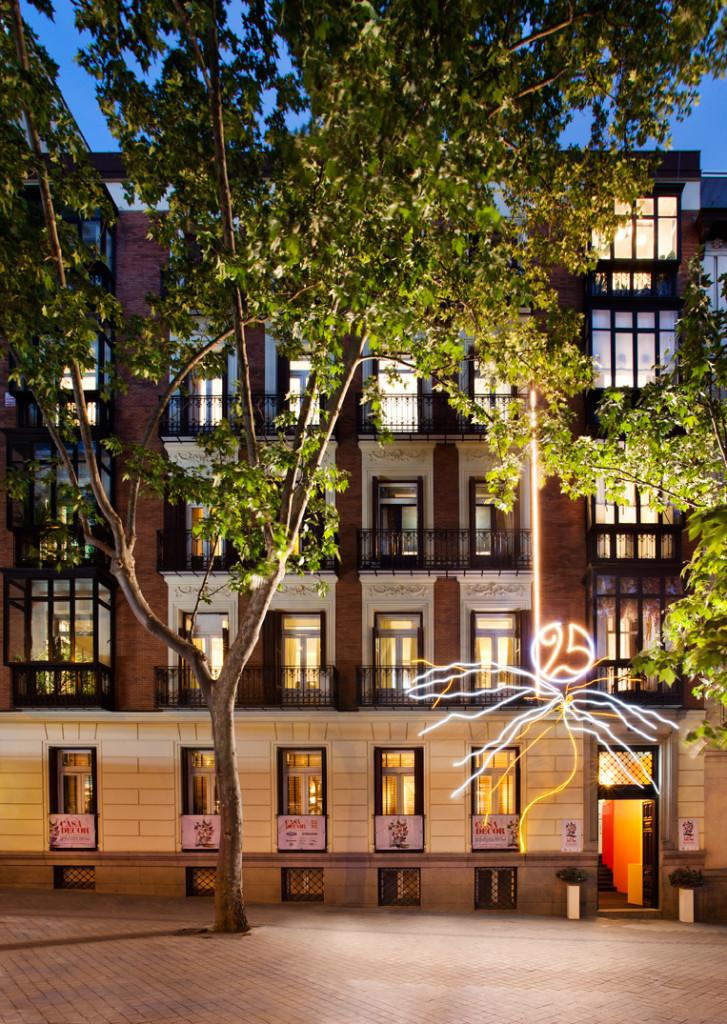 La fachada de Casa Decor 2017 luce una iluminación especial por su 25 aniversario.
