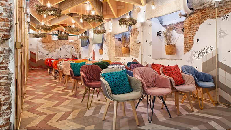 El color es muy importante en el auditorio de Casa Decor, diseñado por Izaskun Chinchilla