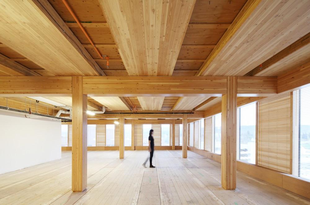 Interior del Centro de Innovación y Diseño de Madera de MICHAEL GREEN ARCHITECTURE. Foto: Ema Peter.