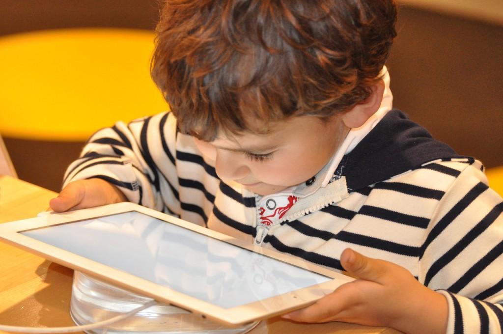 """Enrique Dans: """"La inhibición de los padres hacia el conocimiento digital  convierte a los hijos en huérfanos digitales"""""""