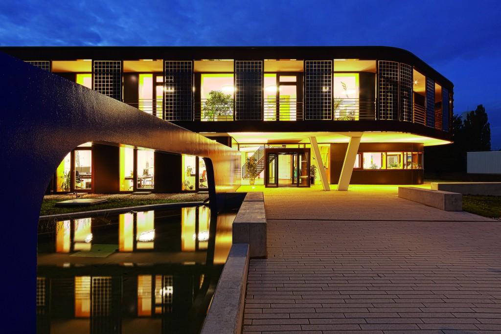 Edificio administrativo de AZV en Eitting. Foto: Jakob Kanzleiter.