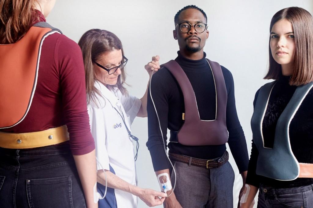 """HH. A Dutch Design Vision about Health and Happiness"" muestra soluciones prácticas para los pacientes, como 'IV Walk' de Aliss Rees. Foto: venturaprojects.com"
