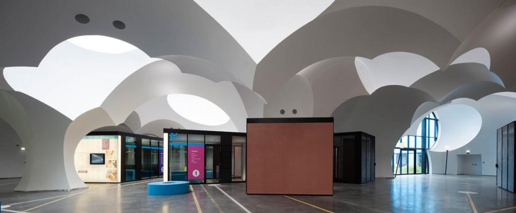 Módulos administrativos en el interior del ayuntamiento de Oostkamp