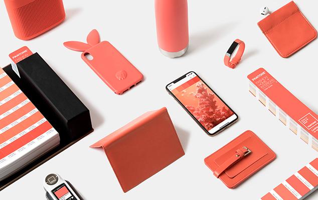 Son muchos los productos de nuestro día a día que incorporan ya el Living Coral. Fotografía: Pantone.com.