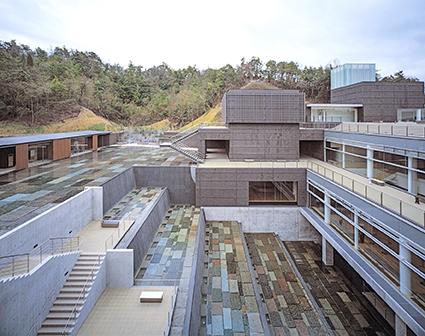 Ceramic Park Mino, Arata Isozaki, 2002. Photo: Hisao Suzuki